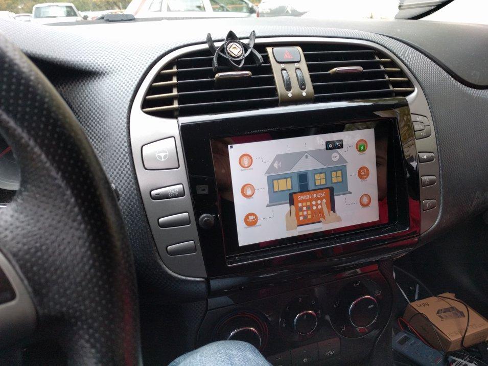 Come integrare un Tablet nella plancia di un Automobile